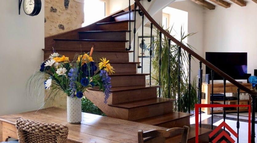 maison-de-ville-a-vendre-belleme-cage-escalier