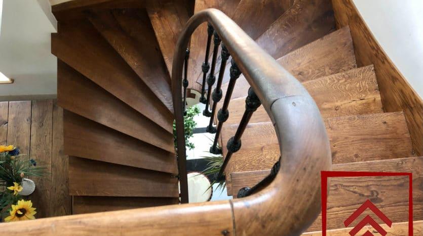 maison-de-ville-a-vendre-belleme-escalier-bois