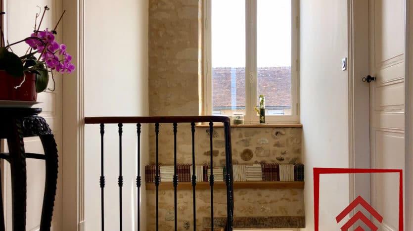 maison-de-ville-a-vendre-belleme-escalier-palier