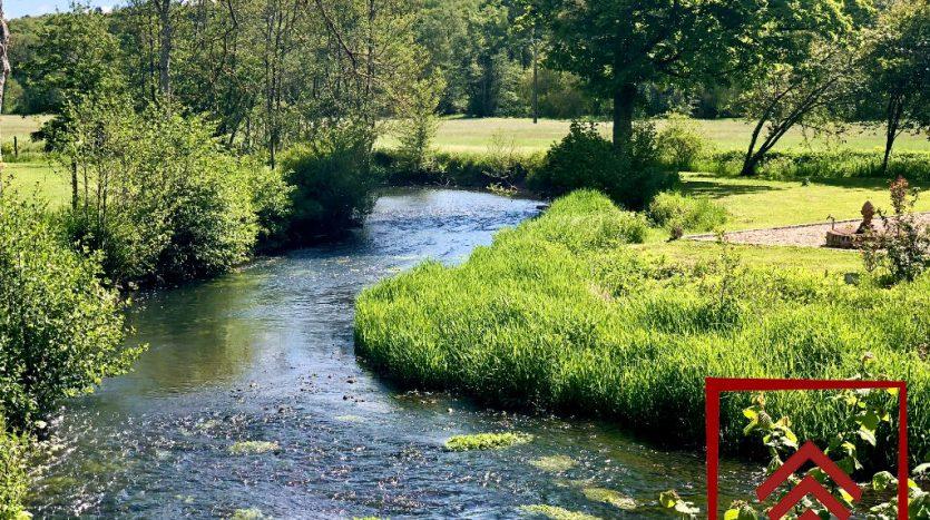 chateau-vendre-laigle-normandie-riviere