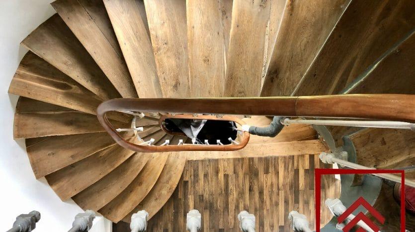 chateau-vendre-laigle-normandie-escalier