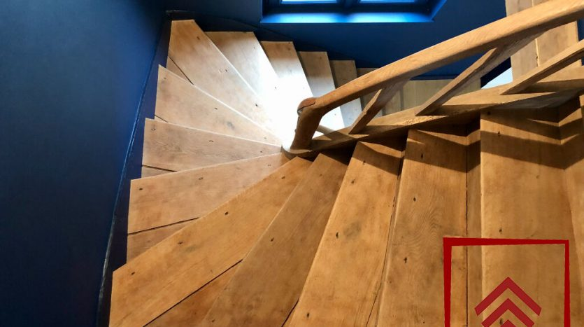 demeure-a-vendre-escalier