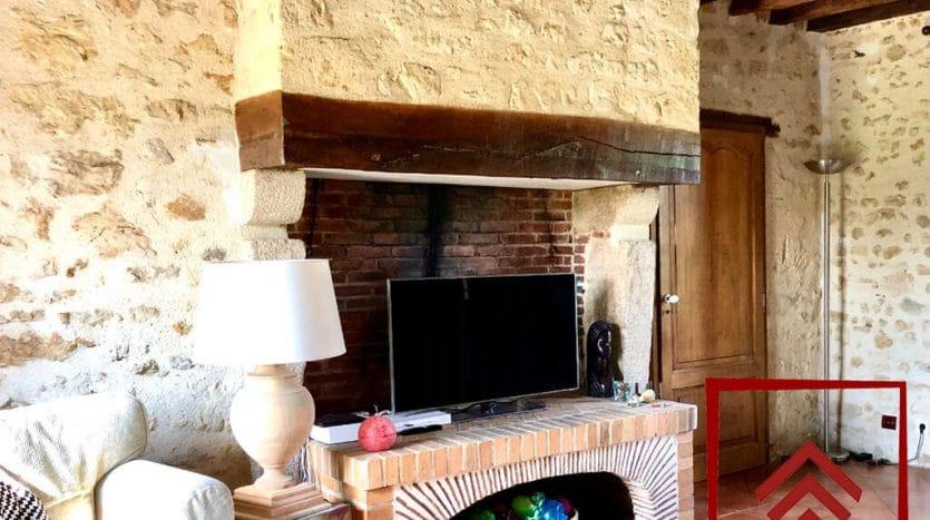 ferme-a-vendre-perche-facade-cheminee