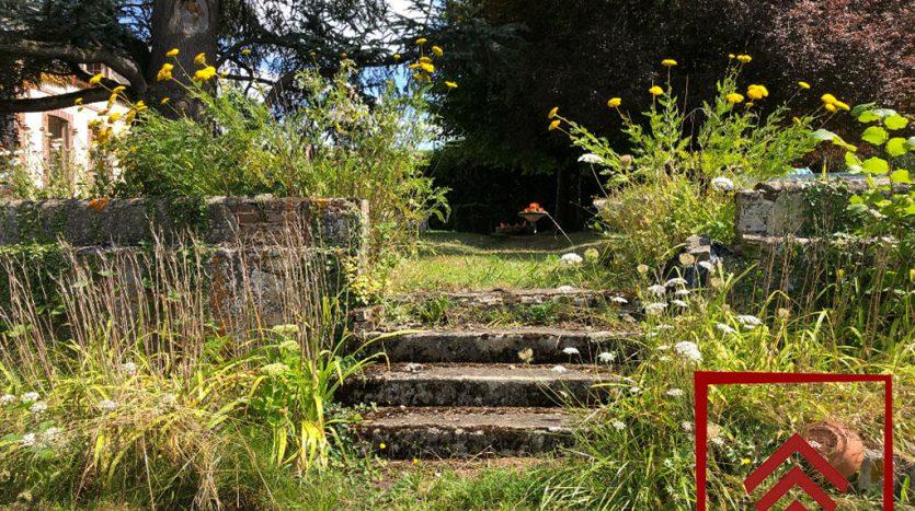 maison-a-vendre-longny-au-perche-jardin-escalier-pierre