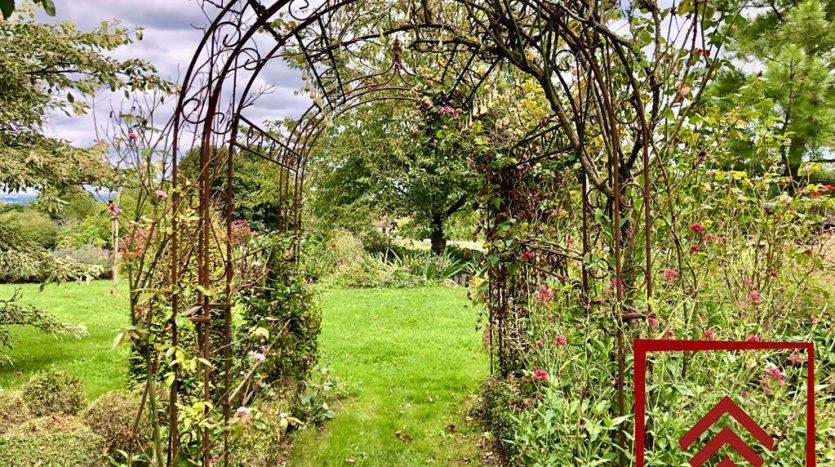 propriete-charme-perche-a-vendre-jardin-gloriette