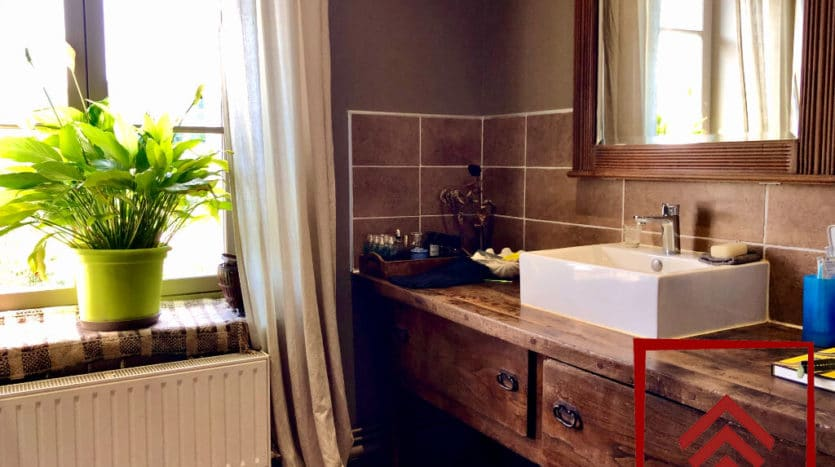 presbytere-a-vendre-l-aigle-escalier-chambre-salle-bain